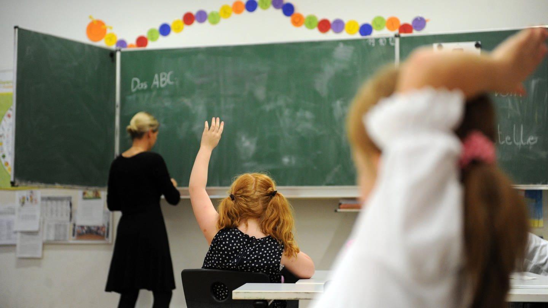 Schüler einer zweiten Klasse in Hamburg. Am 13.10.2012 stellt das Bildungsministerium in Schwerin die Hattie-Studie