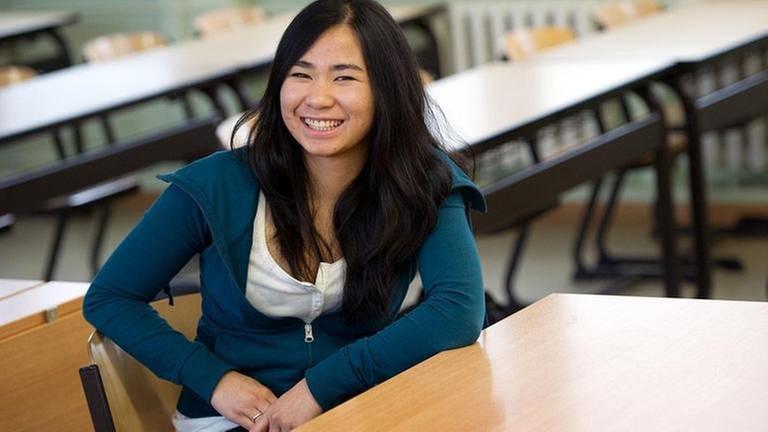 Vietnamesische Gymnasiastin in Dresden (Foto: picture-alliance / dpa, picture-alliance / dpa - Arno Burgi)