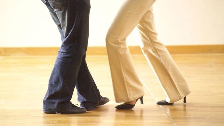 Festgelegte Schrittfolgen in Tanzkursen zu lernen schreckt manche Menschen ab