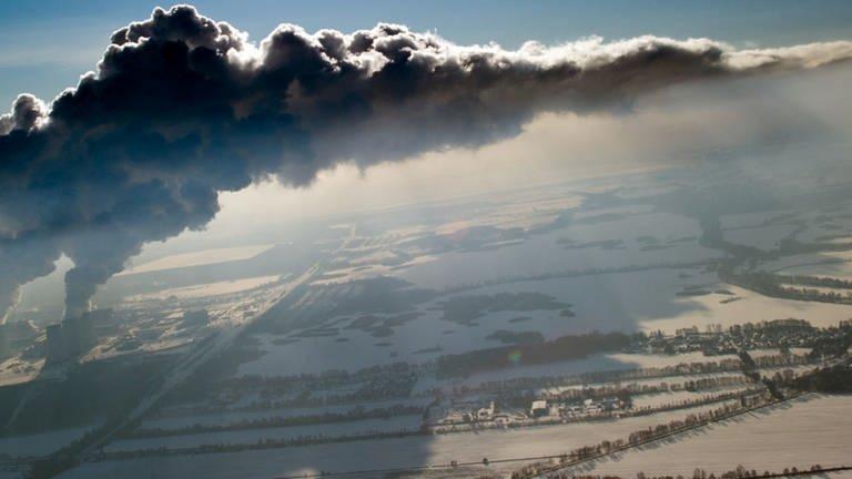 Klimaschutz, Qualmende Kraftwerke, verdreckte Luftschichten
