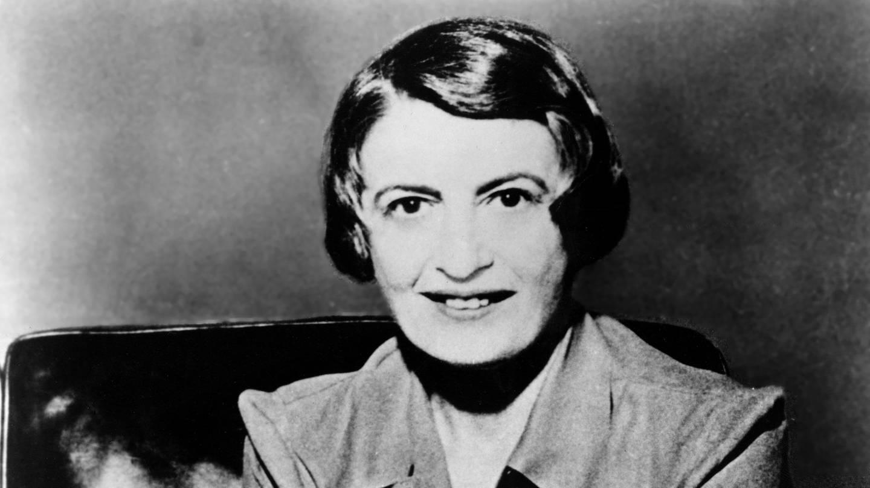 Die Autorin Ayn Rand (1905 - 1982) im Jahr 1957 (Foto: picture-alliance / Reportdienste, picture alliance / Everett Collection | CSU Archives/Everett Collection)