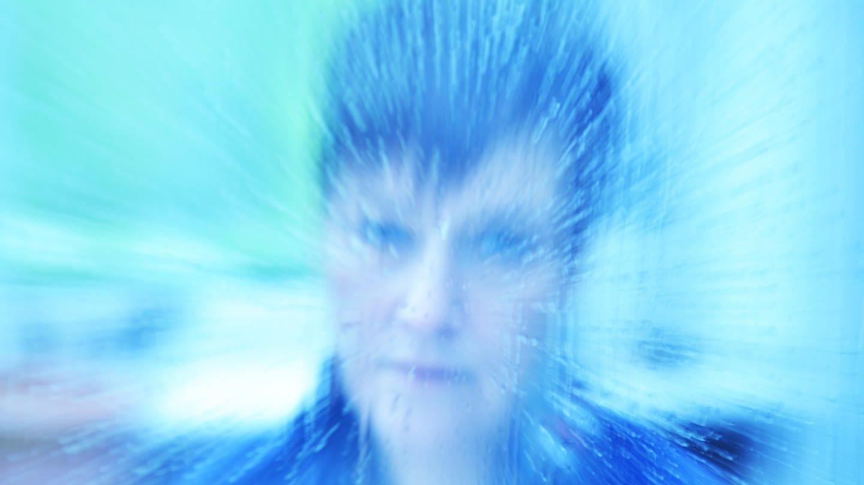 Schizophrenie ist die klassische Wahnerkrankung, knapp ein Prozent der Menschen erkranken an ihr. (Symbolfoto; verzerrtes Gesicht eines Menschen) (Foto: picture-alliance / Reportdienste, picture alliance / Klaus Rose)