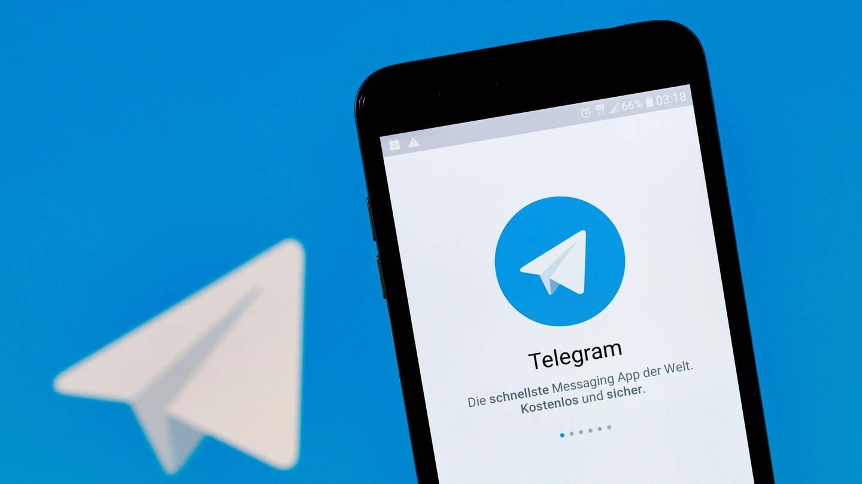 Logo des Messengers Telegram auf einem Smartphone