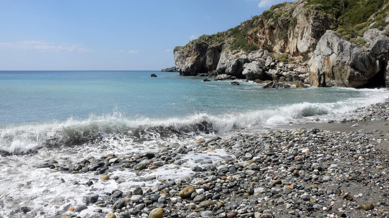 Kiesstrand: Am Mittelmeer verschwinden die Sandstrände. Gibt es bald nur noch Fels und Steine?