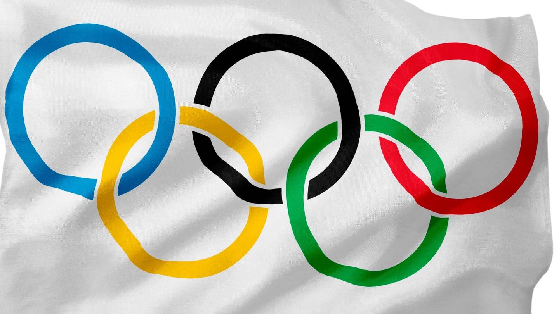 Flagge der Olympischen Spiele: 5 farbige Ringe auf weißem Hintergrund