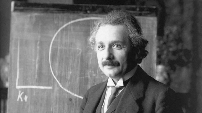 Albert Einstein 1921 bei einer Vorlesung in Wien (Foto: picture-alliance / Reportdienste, picture-alliance / Reportdienste - Photoshot)