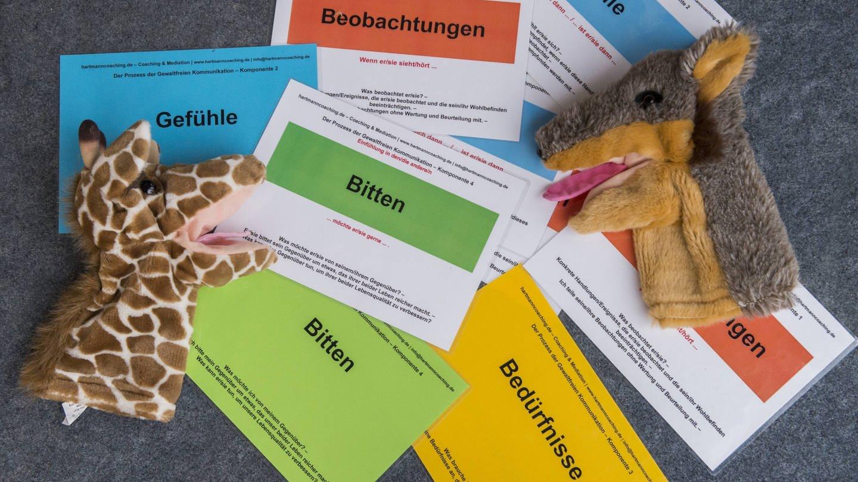 Gewaltfreie Kommunikation: Arbeitsmittel für GFK-Seminare (Foto: Imago, imago/Cathrin Bach)
