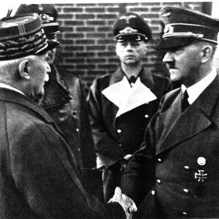 Philippe Pétain und Adolf Hitler (um 1944) (Foto: Imago, imago/United Archives International)