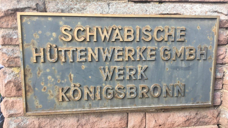 Schwäbische Hüttenwerk Gmbh Werk Königsbronn (Schild an Steinmauer) (Foto: SWR, Christine Werner)