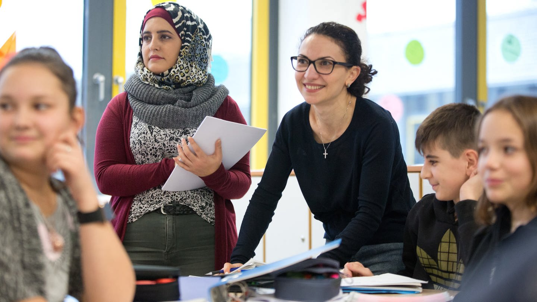 Uni Bielefeld bildet Flüchtlinge zu Lehrern aus (Foto: picture-alliance / Reportdienste, (c) dpa)