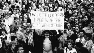Montagsdemonstration in Leipzig am 24. Oktober 1989 mit ca. 300.000 Teilnehmern (Foto: picture-alliance / Reportdienste, picture alliance/AP Images)