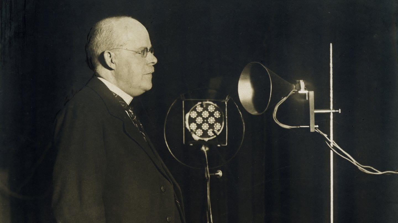 Wilhelm Marx (1863 - 1946, Zentrum), als Reichskanzler bei einer Rundfunkansprache. Marx war 1923/1924 und 1926 bis 1928 Reichskanzler (undatierte Aufnahme) (Foto: picture-alliance / Reportdienste, picture alliance/akg-images)