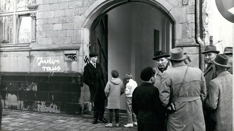 Die Schändung der Kölner Synagoge in der Weihnachstnach 1959 löste Empörung aus (Foto: Imago, imago images / ZUMA/Keystone)