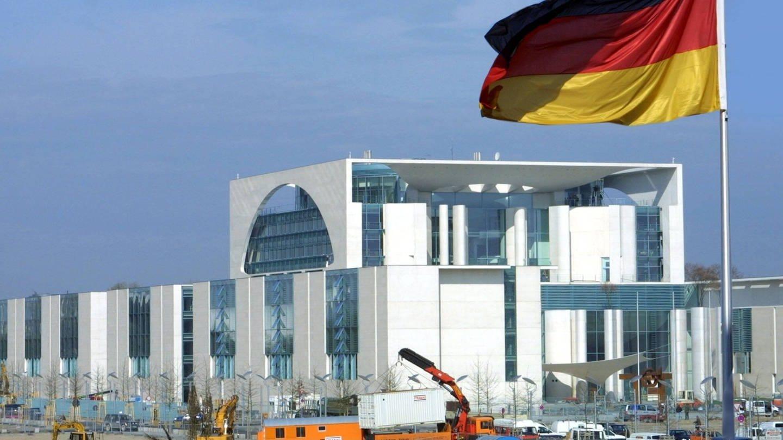 Am 2. Mai 2001 wird das neue Kanzleramt in Berlin eröffnet (Aufnahme vom 25.4.2001) (Foto: Imago, IMAGO / Eventpress)