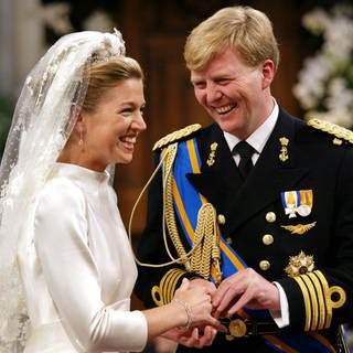 Maxima und Willem-Alexander am 2. Februar 2002 vor dem Traualtar  (Foto: picture-alliance / Reportdienste, Benelux Press | ANP)