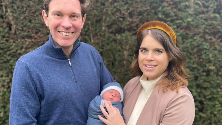Die britische Prinzessin Eugenie und ihr Mann Jack Brooksbank zeigen ihren neugeborenen Sohn August Philip Hawke Brooksbank (Foto: picture-alliance / Reportdienste, picture alliance / Photoshot)