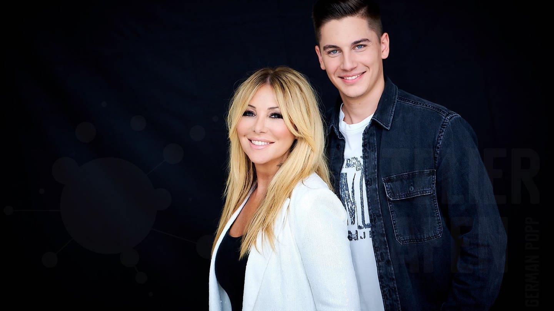 Schlagersängerin Rosanna Rocci und ihr Sohn Luca posieren gemeinsam für ein Porträtfoto