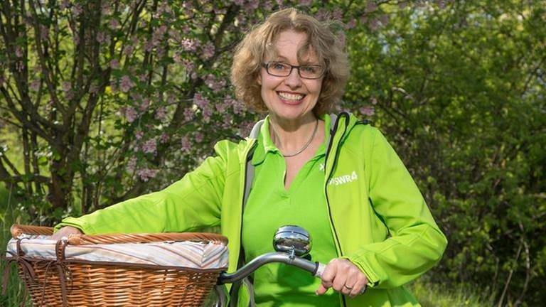 Sabine Gronau mit Fahrrad