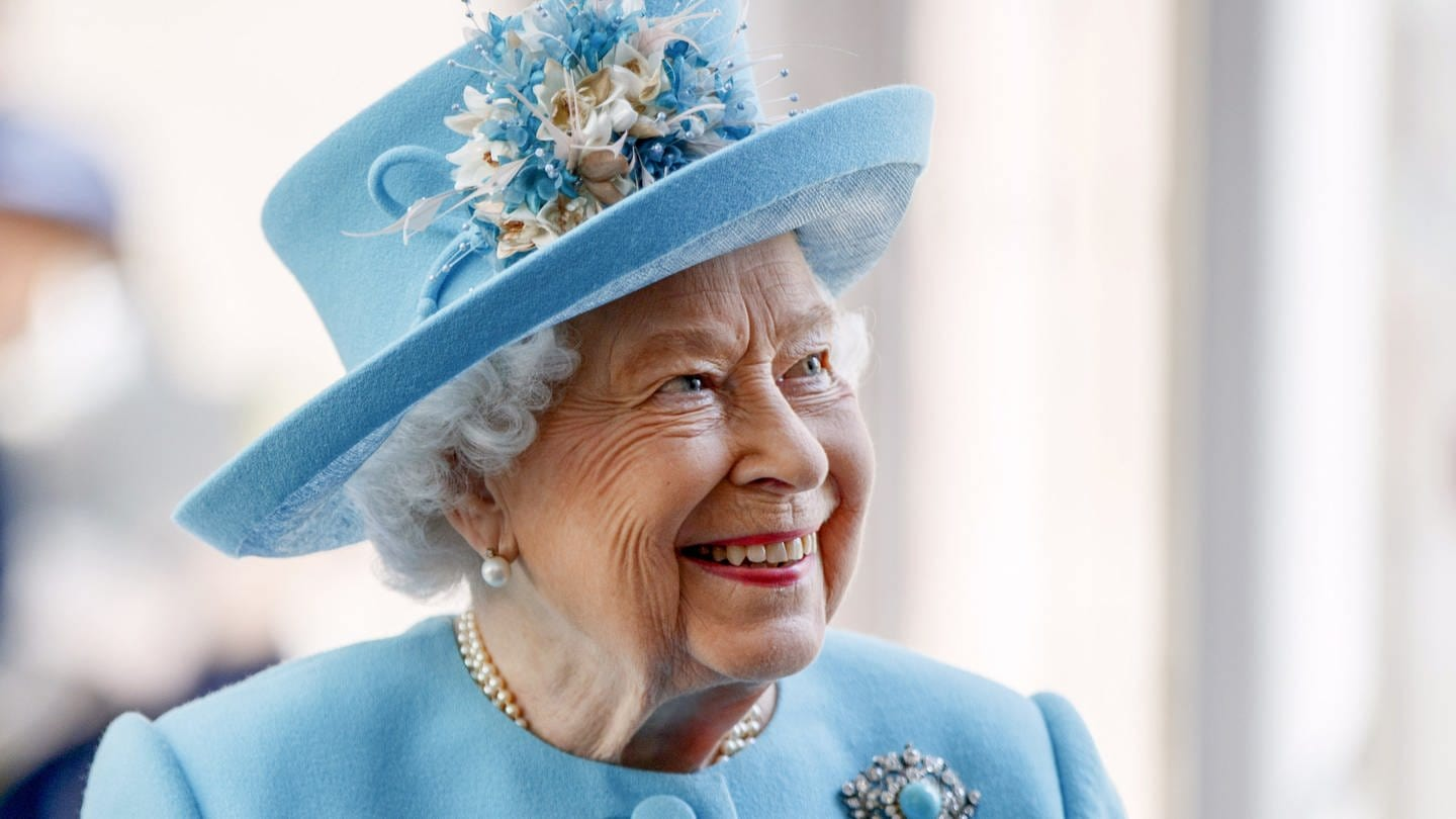 Queen Elizabeth lächelt (Foto: picture-alliance / Reportdienste, picture alliance / empics | Tolga Akmen)