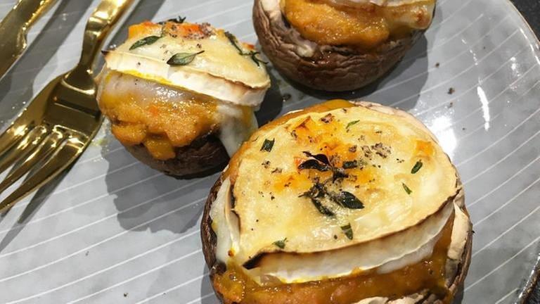 gefüllte große champignons mit ziegenkäse überbacken (Foto: SWR, Martina Gonser -)
