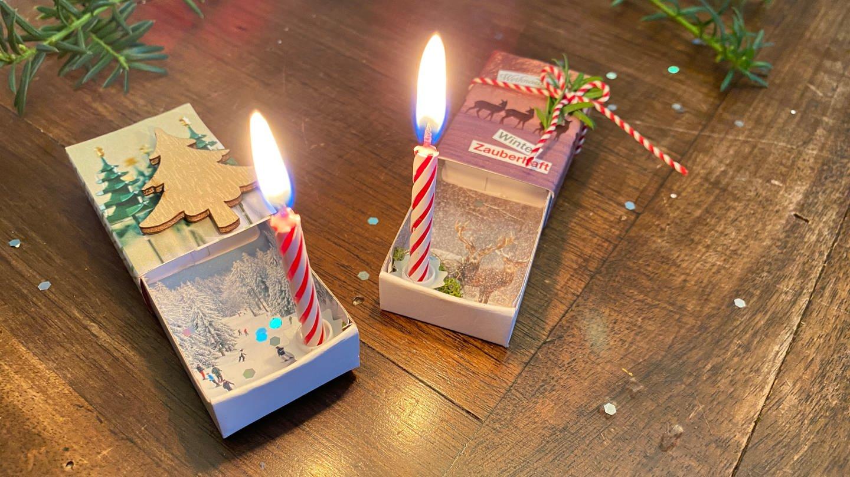 Weihnachtlich beklebte Streichholzschachteln mit Kerzen darin (Foto: SWR, Elli Böttcher)