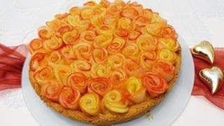 runder Kuchen mit Äpfeln, wie Rosenblätter darauf drapiert für Muttertag (Foto: SWR, SWR - Francesco Galati)