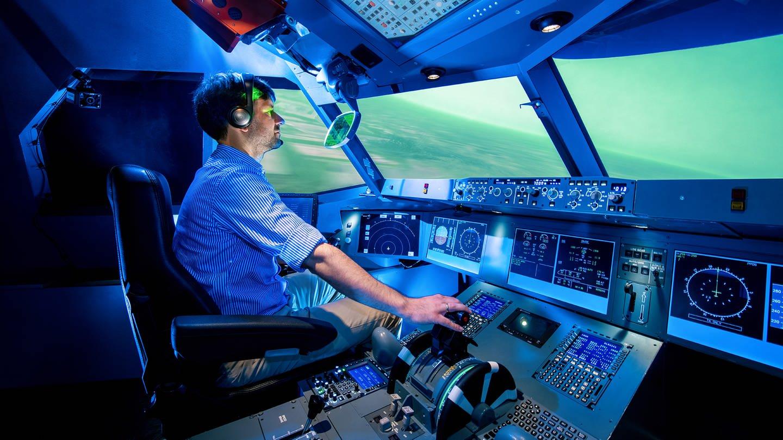 Ein experiementelles Cockpit für Simulationsflüge im Deutschen Zentrum für Luft- und Raumfahrt. (Foto: Pressestelle, DLR)
