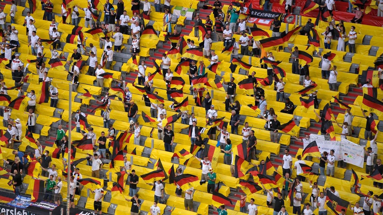 Zuschauer im Stadion in München (2020)
