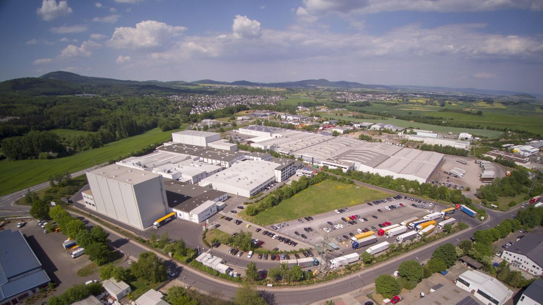 Werksgelände und Hallen des Windelproduzenten Ontex in Mayen bei Koblenz.