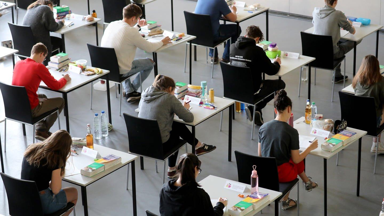 Ärger um Abiturprüfungen in Baden-Württemberg (Foto: dpa Bildfunk, picture alliance/Bernd Wüstneck/dpa)