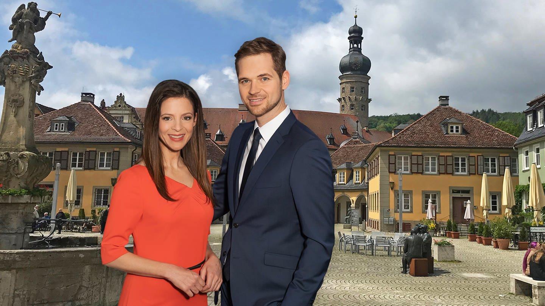 Stephanie Haiber und Georg Bruder vor der Kulisse der SWR Aktuell Sommertour 2019 (Foto: SWR)