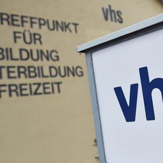 VHS-Logo (Foto: dpa Bildfunk, Picture Alliance)