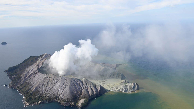 Nach einem Vulkanausbruch in Neuseeland werden weitere Opfer befürchtet (Foto: dpa Bildfunk, picture alliance/George Novak/New Zealand/Herald/AP/dpa)