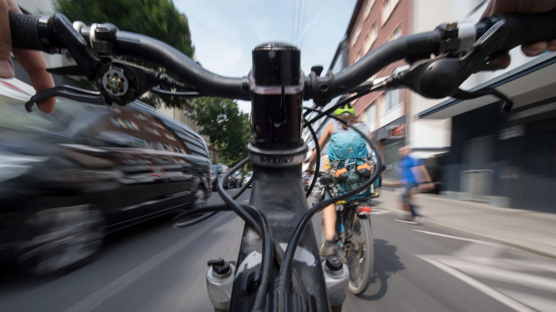 Radfahrer in Stuttgart (Foto: dpa Bildfunk, picture alliance/Marijan Murat/dpa)