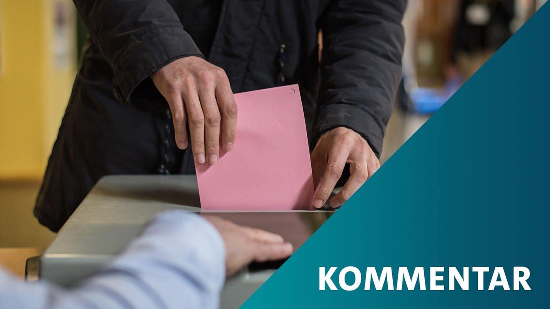 Stuttgart: Ein Mann wirft in der Lehenschule seine Stimme für die Landtagswahl in Baden-Württemberg in die Wahlurne. (Foto: dpa Bildfunk, (c) dpa)