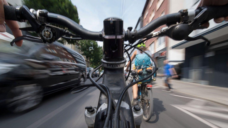 Radfahrer-w-nschen-sich-bessere-Radwege-und-mehr-Sicherheit