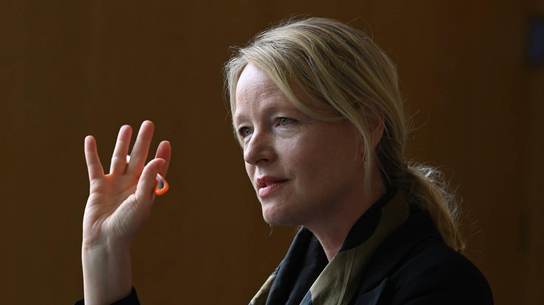 Thekla Walker (Bündnis 90/Die Grünen), Umweltministerin von Baden-Württemberg bei einem Gespräch.