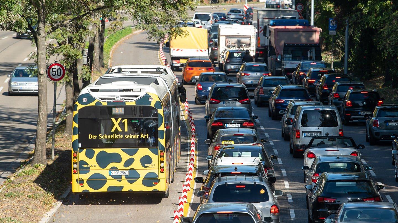 Verkehrsausschuss gegen Abschaffung der Schnellbuslinie X1