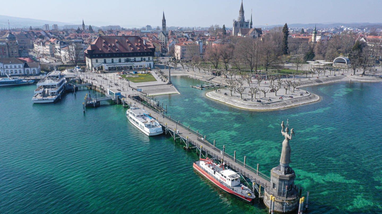 Blick auf die Hafeneinfahrt von Konstanz (Foto: dpa Bildfunk, picture alliance/Felix Kästle/dpa)