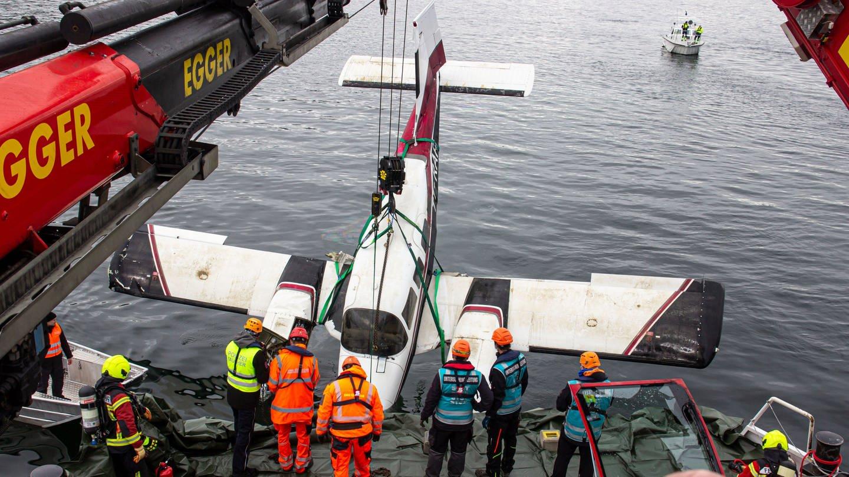 Das im Februar in den Bodensee abgestürzte Flugzeug konnte von Tauchern aus 84 Metern Tiefe geborgen werden.