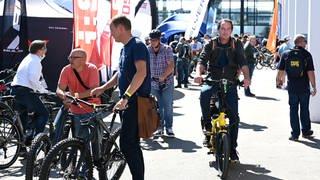 """Unterwegs auf dem Testparcours im Freigelände der """"Eurobike"""" in Friedrichshafen. (Foto: Pressestelle, Eurobike Friedrichshafen)"""