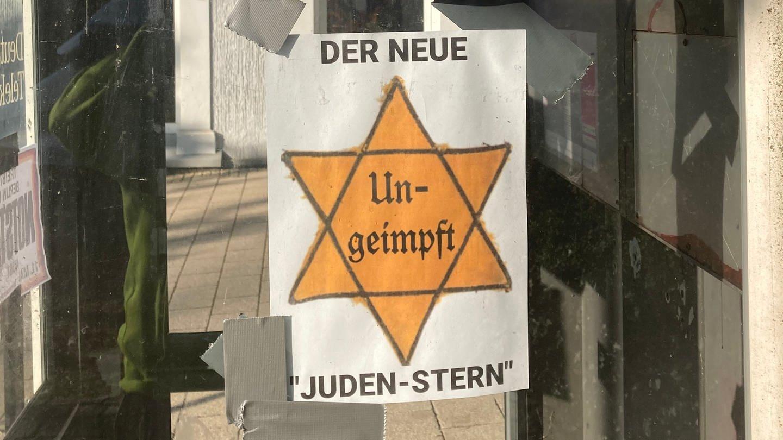 Plakat mit einem Judenstern und dem Text