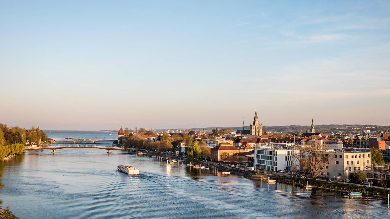 Blick auf den Seerhein und die Stadt Konstanz (Foto: Pressestelle, Marketing und Tourismus Konstanz GmbH / Dagmar Schwelle)