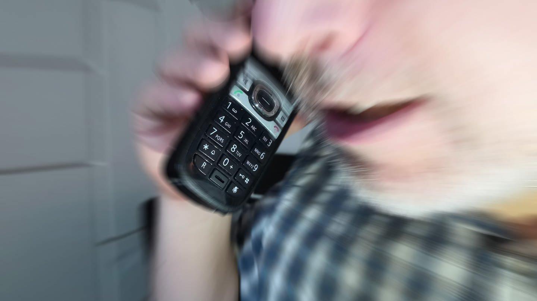 Mann am Telefon (Foto: SWR, SWR)