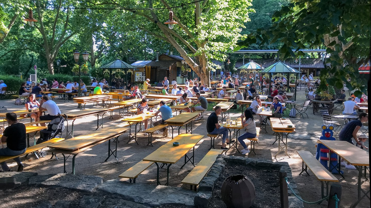 Besucher am Food Court Biergarten in Heilbronn am Pfingstmontag 2020. Hingucker. (Foto: SWR, Nicole Heidrich)