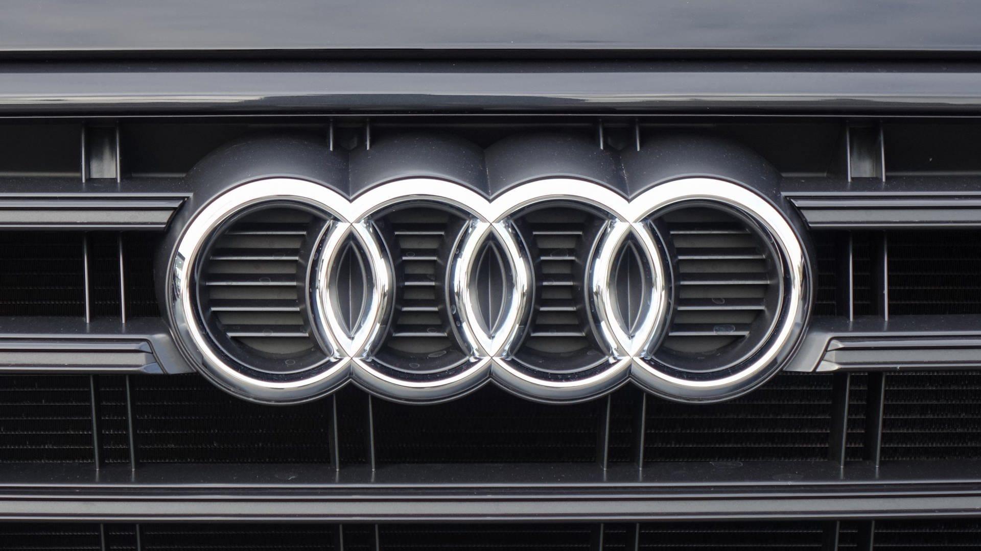 Audi Q5 Kühlergrill Fahrzeugfront mit dem Firmenlogo von Audi