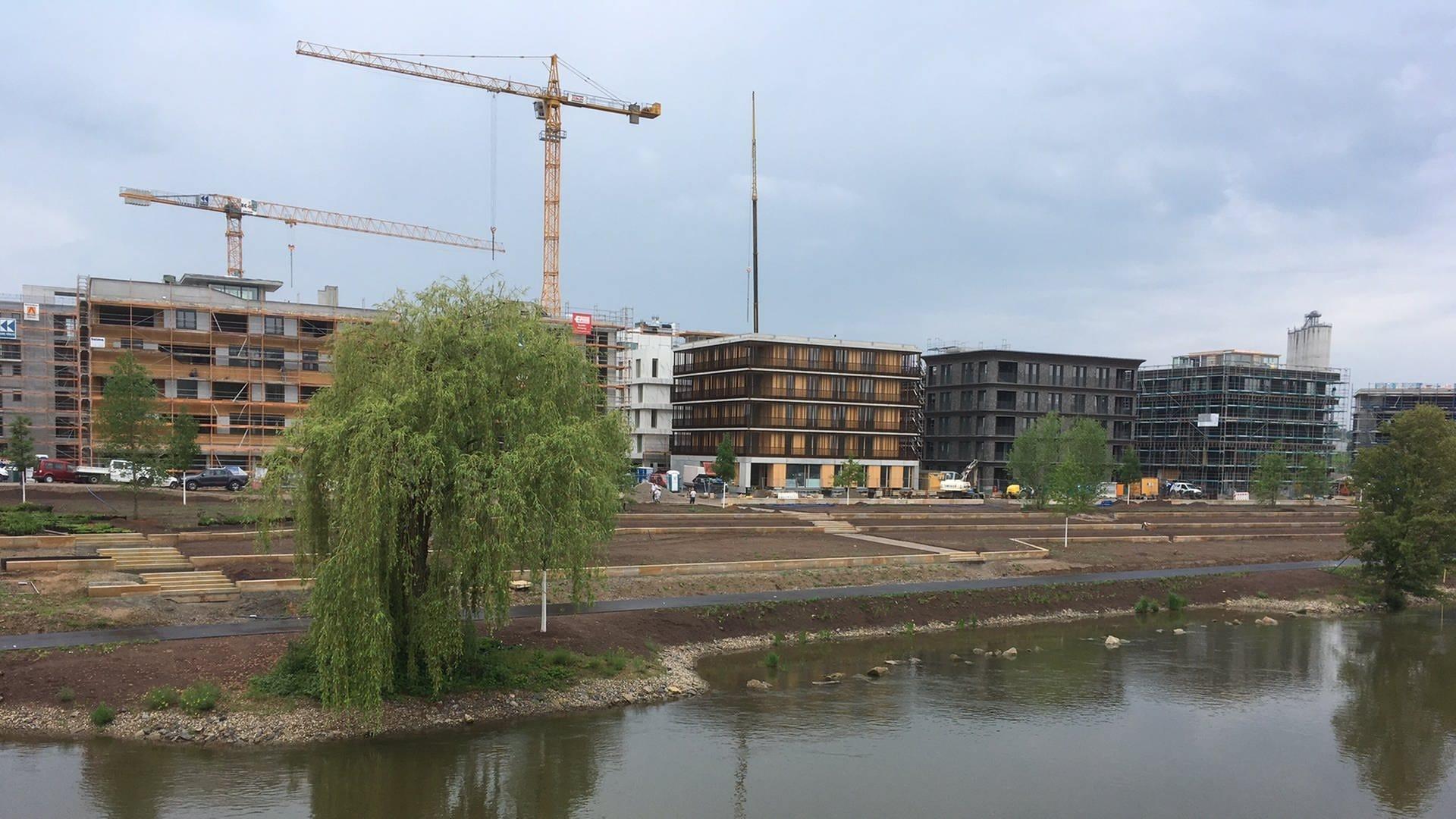 Blick auf den Neckarbogen auf dem BUGA-Gelände in Heilbronn