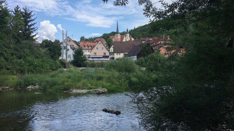 Braunsbach von der Jagst aus gesehen (Foto: SWR)