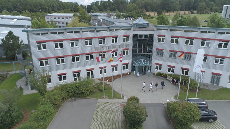 Der Hauptsitz der Wittenstein SE in Igersheim aus der Luft (Foto: SWR, Simon Bendel)