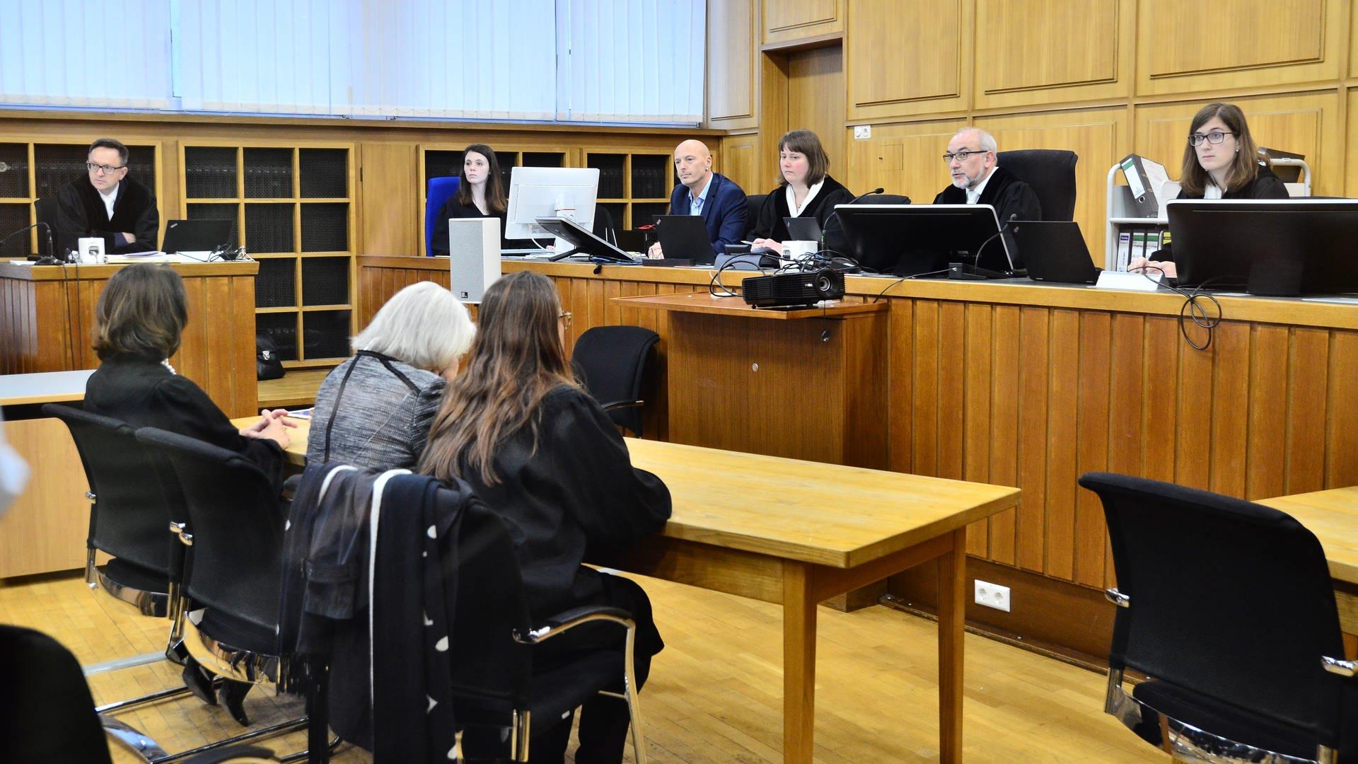 Prozessauftakt am Landgericht Heilbronn: Die 70-jährige Kindersitterin soll einen Siebenjährigen getötet haben, so die Anklage.